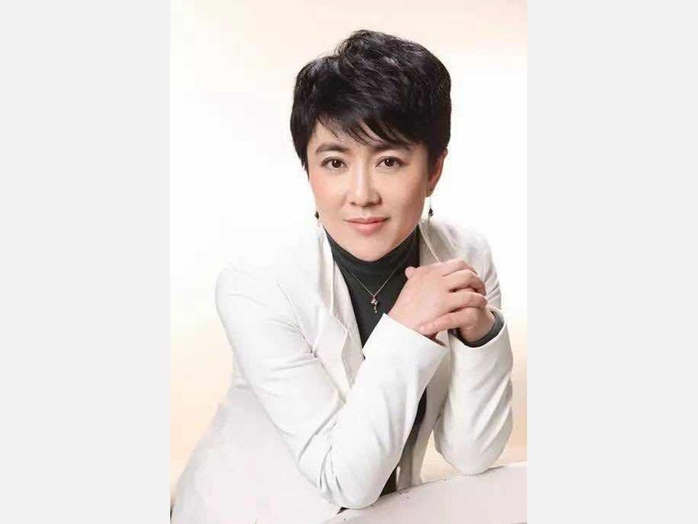 李峰被免去人大职务 疑与美女富商有染