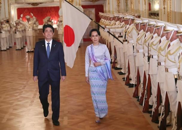 安倍接见昂山素季 允提供8000亿日元经援