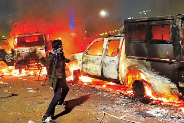 印尼10万穆斯林骚乱  要求华裔省长下台