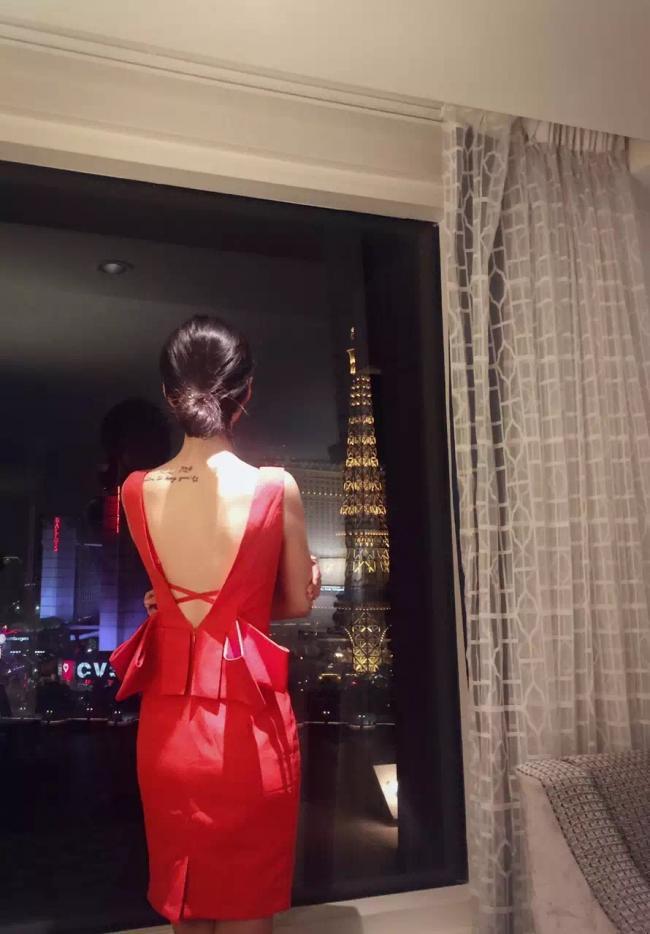 网红2号鹤子:九头身90后美女设计师