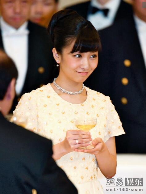 日本佳子公主出席国宴  格外引人注目