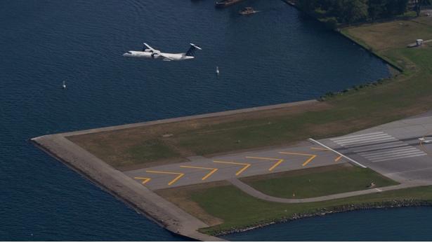 无人机闯机场    2航班不得不空中盘旋