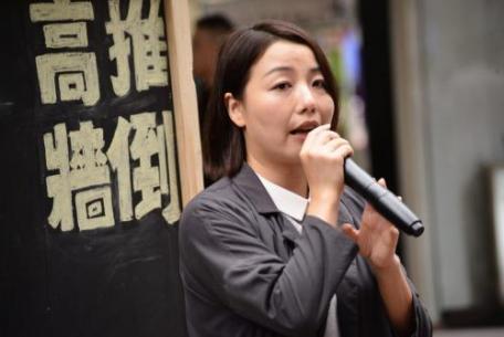 宣誓风波再起 港议员:梁振英挑民愤
