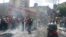 委内瑞拉钞票严重短缺 全国爆发抢掠示威