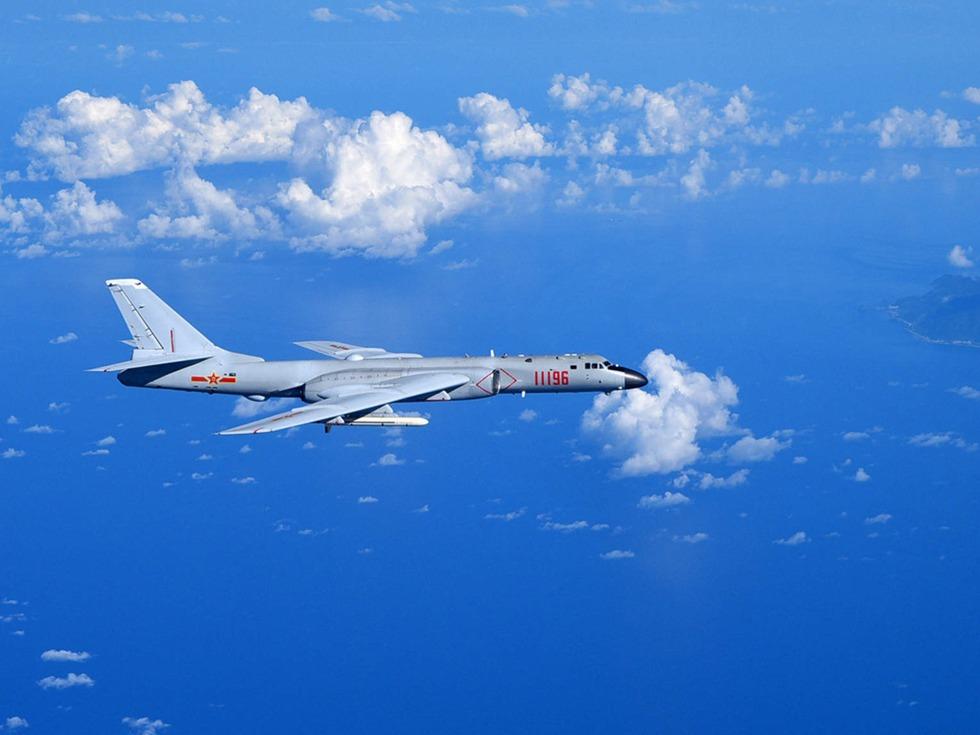 飞越对马中军机再入韩防空识别圈 遭警告