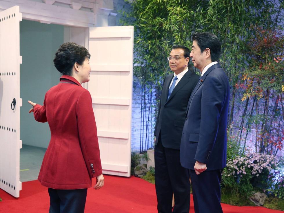 韩媒哀叹韩国被中国踢来踢去