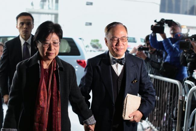 香港前特首曾荫权     被控收关系人巨款