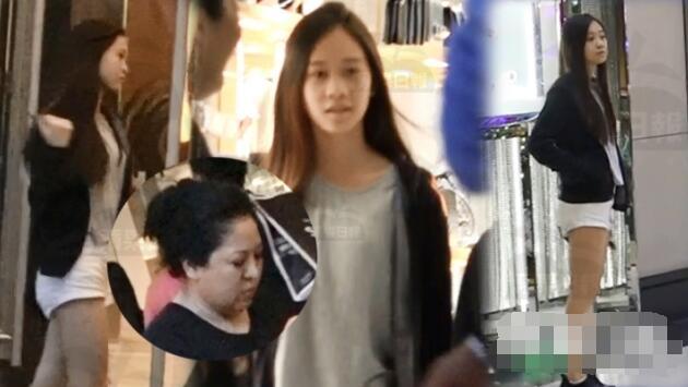 李连杰13岁小女儿罕见出镜 美腿惹眼