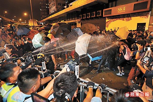 反对人大释法 7名香港人遭逮捕
