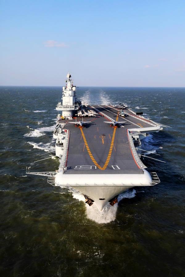 中国军舰弱爆了   用湿纸袋就能困住