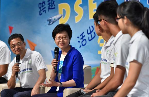 港媒:香港各界认为她适合当下任特首