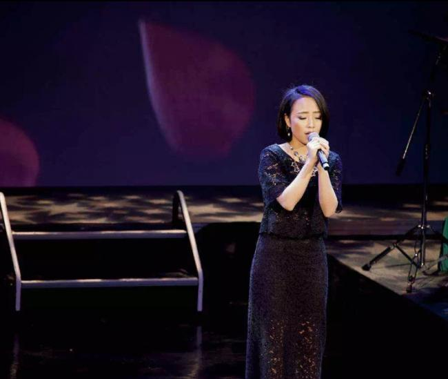 网红Tina:最会唱歌的投资顾问