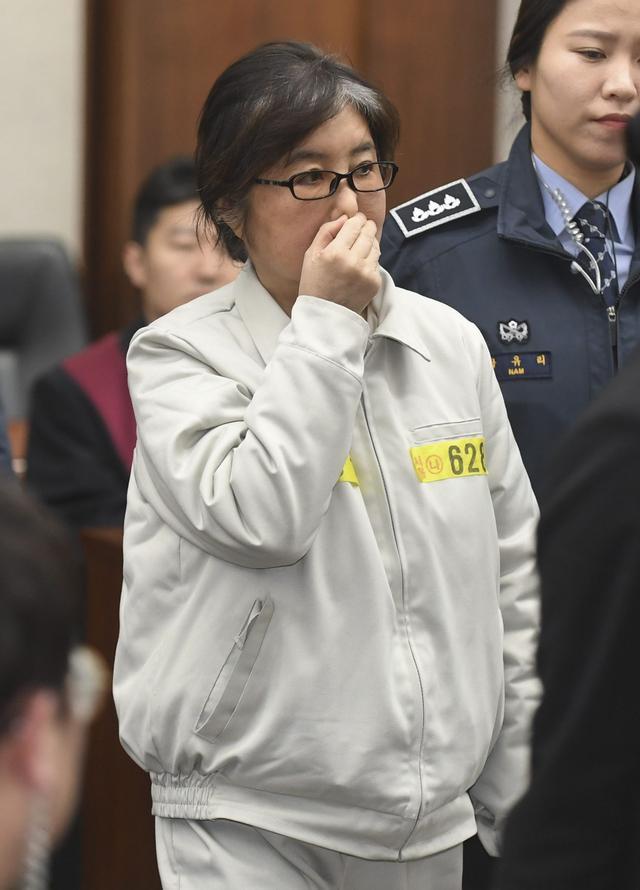 朴槿惠闺蜜首次出庭 跟亲戚当场撕逼