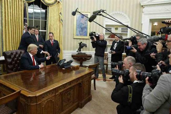 川普动手了 签署总统令冻结奥巴马健保