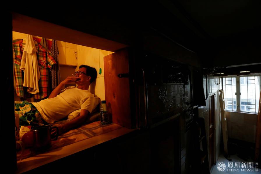 """这就是香港租金最便宜的""""棺材房"""""""