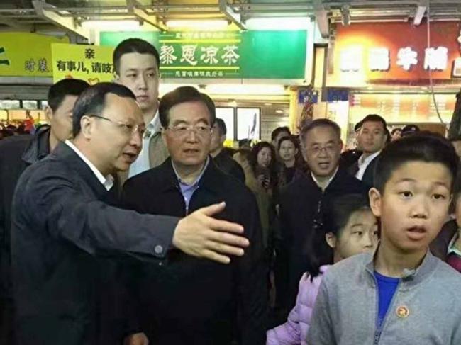 """胡锦涛现身广州 微博""""禁言"""""""