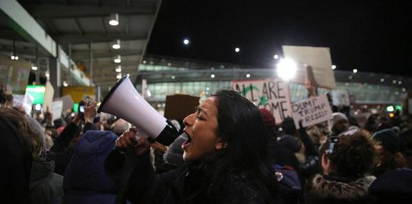 全美多个机场爆发反穆斯林禁令抗议