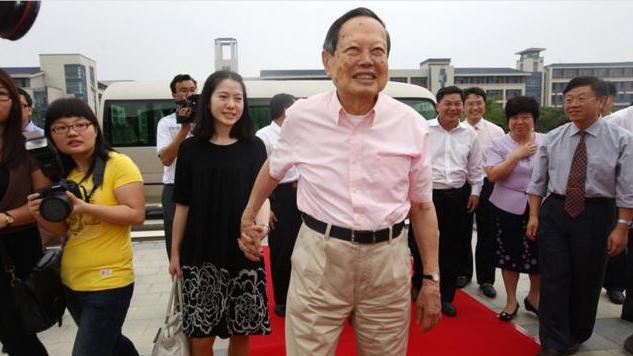 翁帆结婚13年 95岁的杨振宁终于想开了