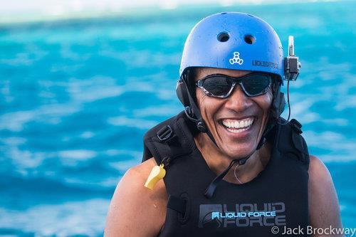 无官一身轻 奥巴马学玩风筝冲浪