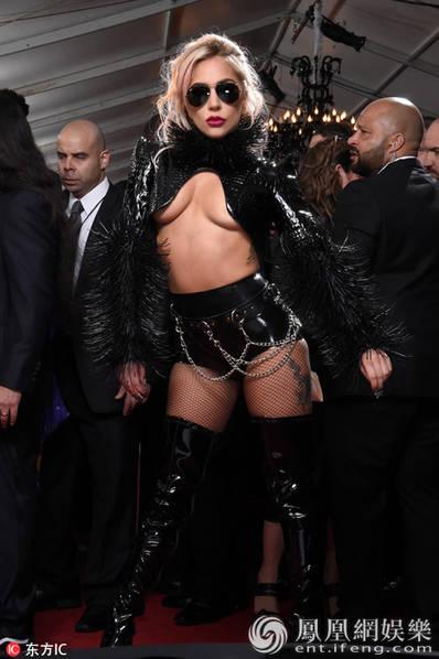 """格莱美红毯:张靓颖秀事业线 Gaga霸气""""南半球"""""""