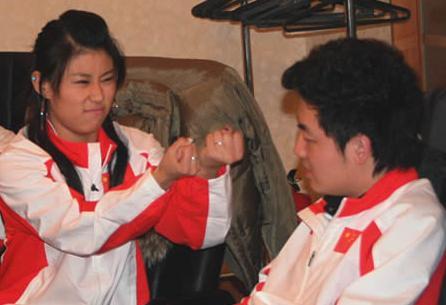 才貌不输潘晓婷,因丑闻退役,如今嫁给残疾人身家过亿