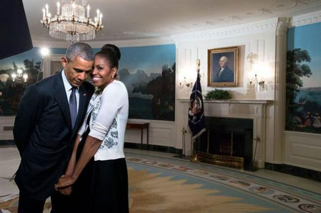抛开白宫烦恼事 奥巴马夫妇情人节大放闪