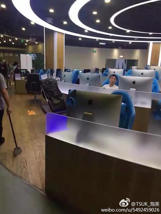 网友网吧实拍王思聪:选最低消费区