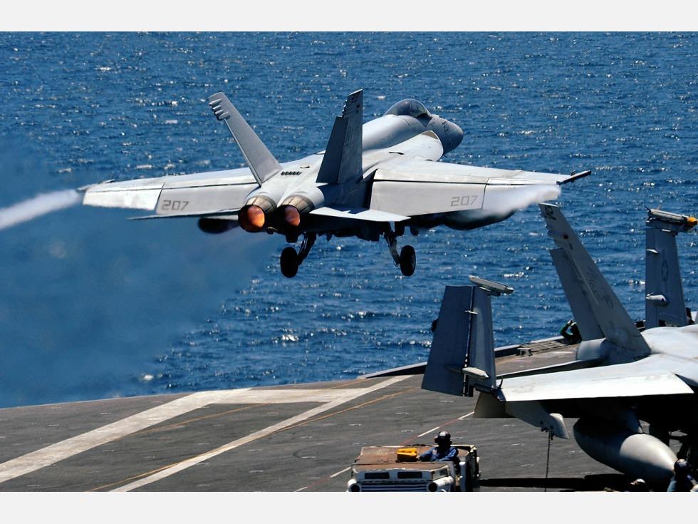 目标中国航母?美致命空中组合飞抵南海