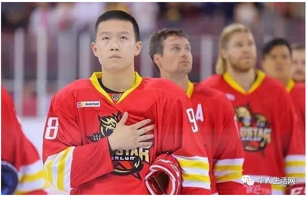 英达拒让儿子移民 打好冰球为中国队效力