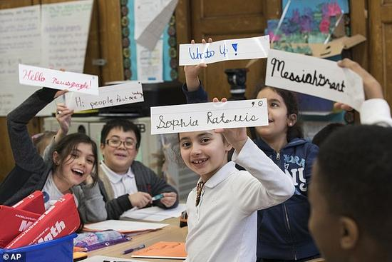 手写体英文重返美国课堂 深受学生喜爱