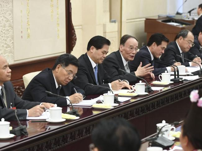 王岐山谈到中国女人的大腿 表示很担忧