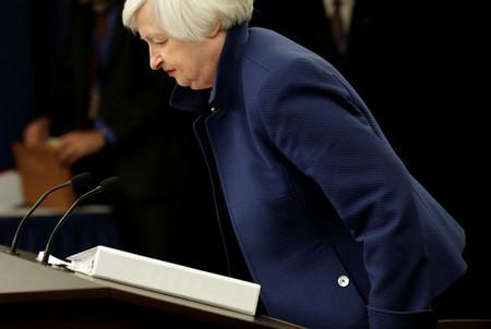 美联储删除俩字 大家第一反应是买股买金