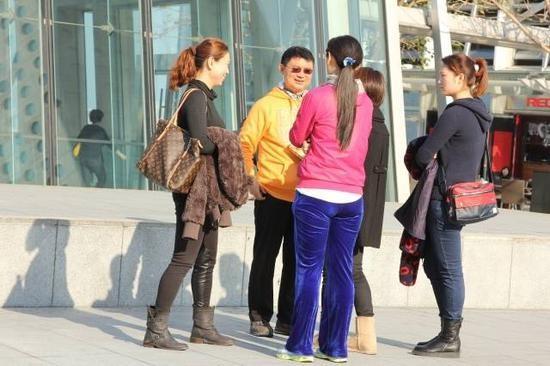 政协常委曝肖建华荒淫:有56孩每晚换女伴