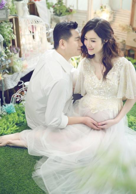 她是赵薇老公的前任 嫁富豪怀孕7月