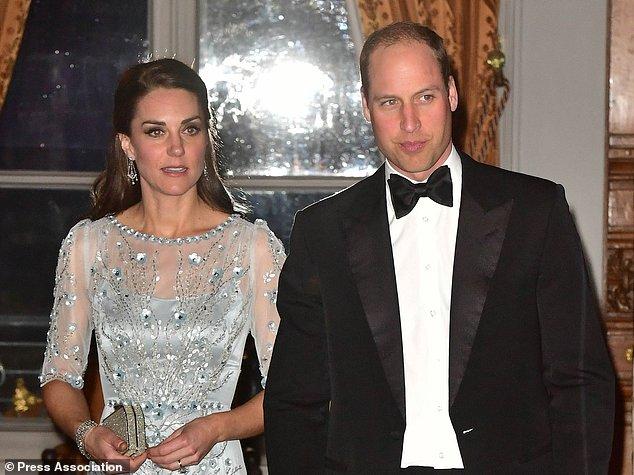 凯特一天换三装 威廉时隔20年首访巴黎