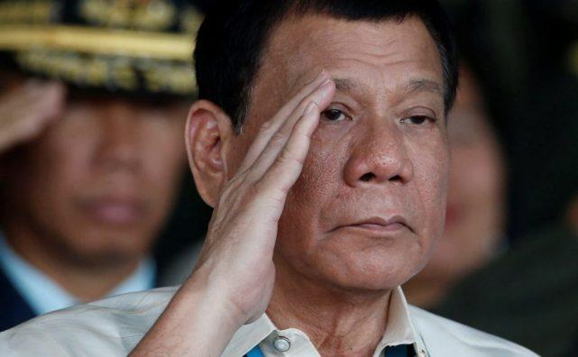 """菲总统回应亲中国指责""""请带兵去打南海吧"""