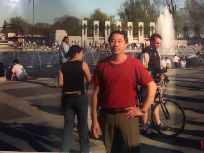 辛酸 华裔男子苦做餐馆24年 厕所溢血亡