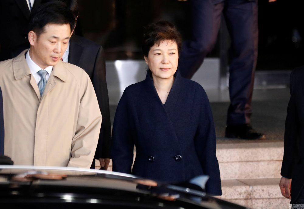 朴槿惠被问14个小时才走 13项指控全否认