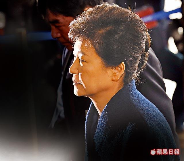 朴槿惠闺蜜案涉13大罪 受贿可能判无期