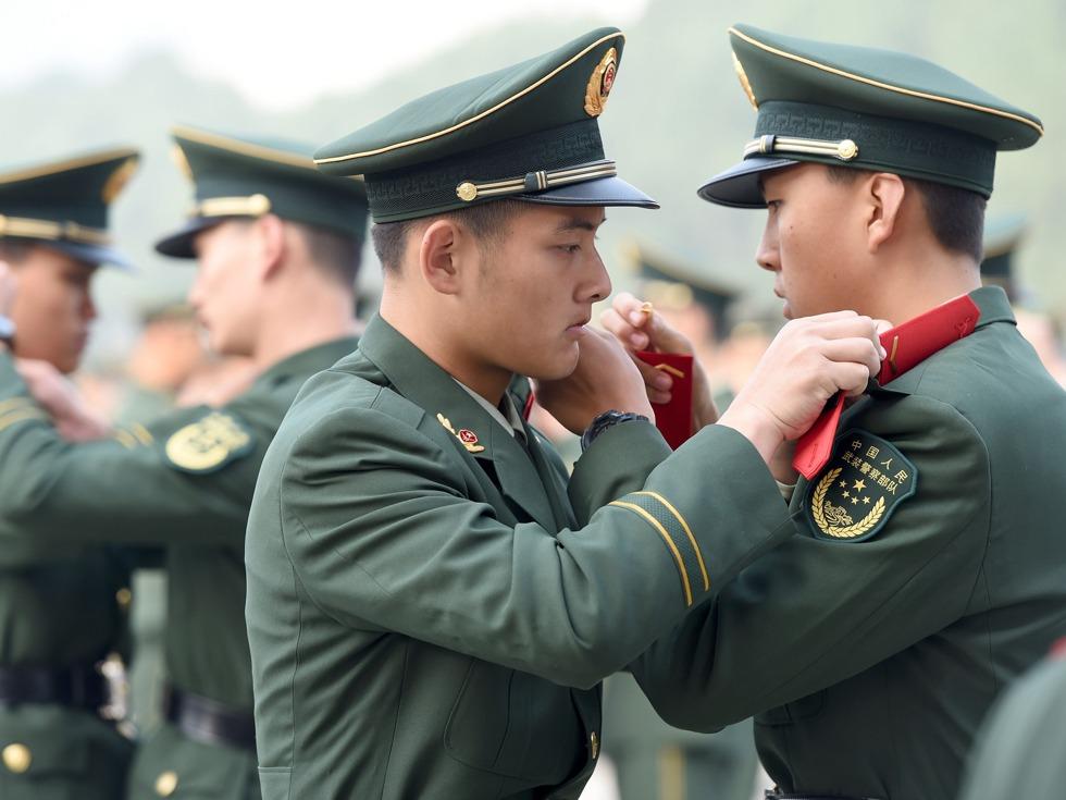 """中国火箭军授衔  51位""""兵王""""群亮相"""