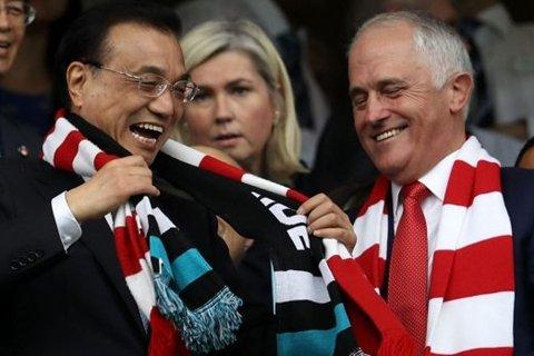 """李克强在悉尼球场打出""""一记好球"""""""