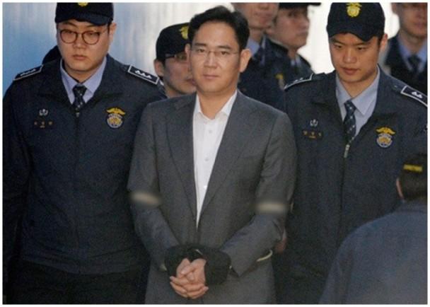 涉贿朴槿惠亲信 三星太子爷首次出庭受审