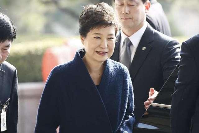 朴槿惠三度接受讯问 历时超8小时