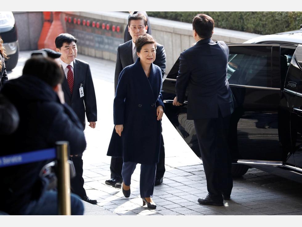 律师团内讧 朴槿惠还能坚不吐实?