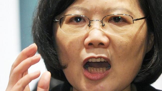 台湾军公教3万人包围立法院