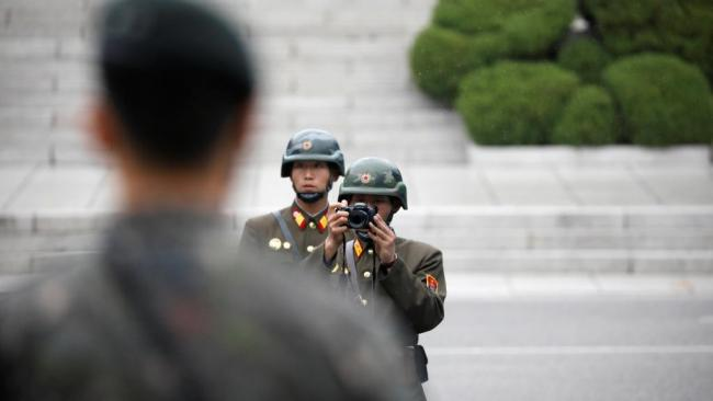 2017-04-17t024257z_932249729_rc1e281ab5b0_rtrmadp_3_northkorea-usa-pence-dmz.jpg