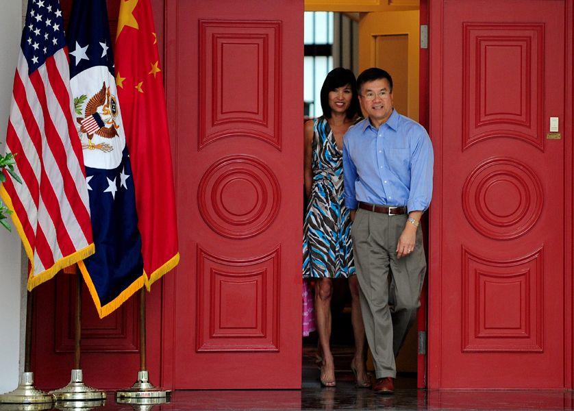 从亚裔小姐到大使夫人 骆家辉前妻不简单