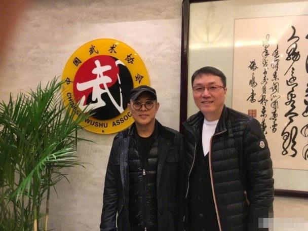 54岁李连杰罕见现身 坦承:我有病我很痛