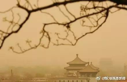 大半个北京PM10破2000 沙尘从哪来的?