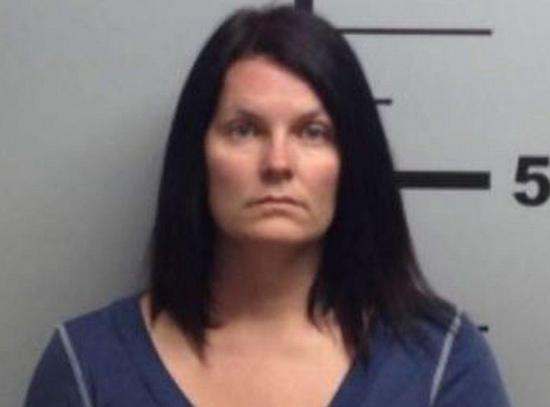 女子开枪阻止少年强奸邻居的狗  被捕
